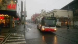 Bus 123 na Andělu. Fotka je převzata z dopravního serveru K-report.net se souhlasem autora (Jef).