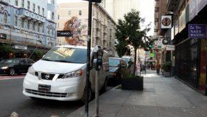 S parkovacími automaty se v USA neštří jako u nás. Vlastně každé parkovací místo má svůj. Foto je z Kalifornie ze San Franciska.