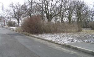 Chybí chodník a hřiště (Šmukýřka, bus 123)